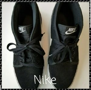 NIKE MEN'S SNEAKERS IN BLACK AND WHITE, SIZE 11.5